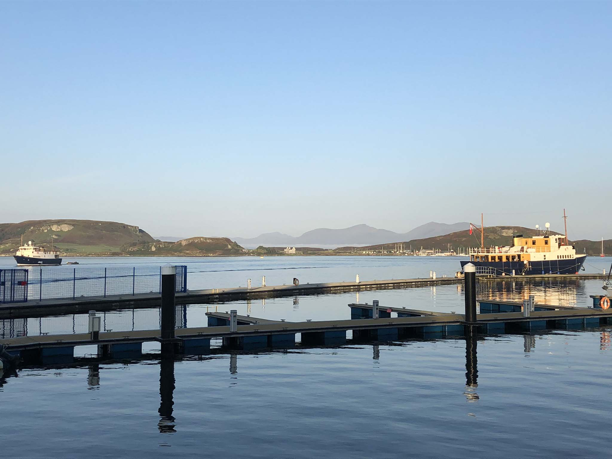 The quiet of the morning in Oban