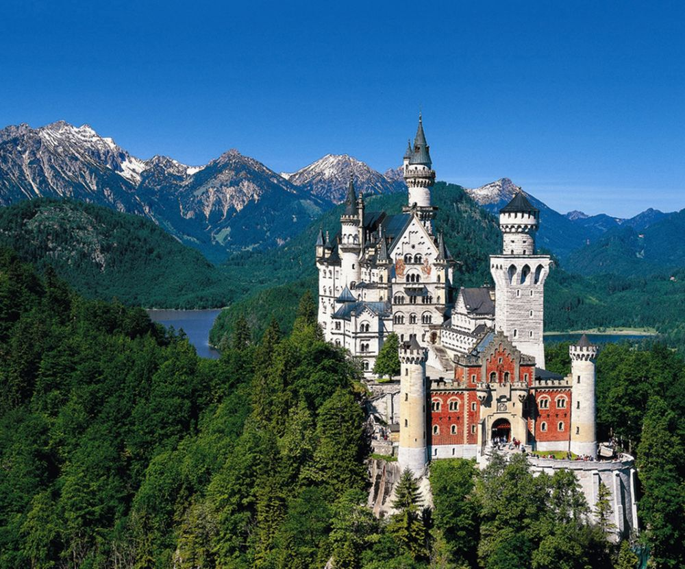 Neuschwanstein, the famous Chitty Chitty Bang Bang castle in Bavaria comes the day before our arrival